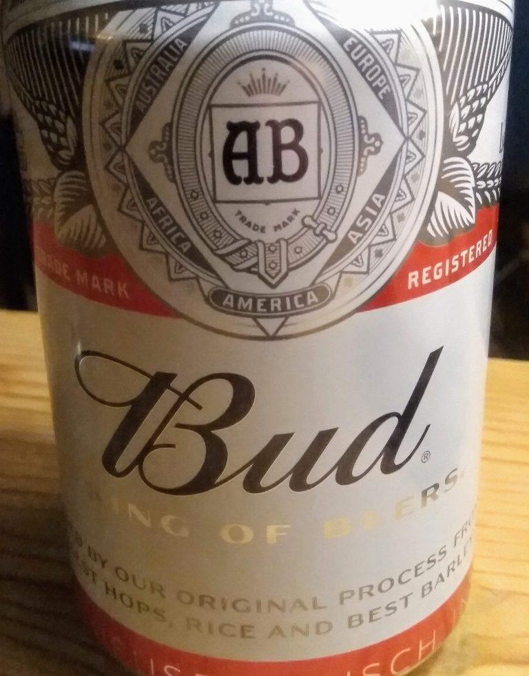 Foto van een blikje Bud lagerbier