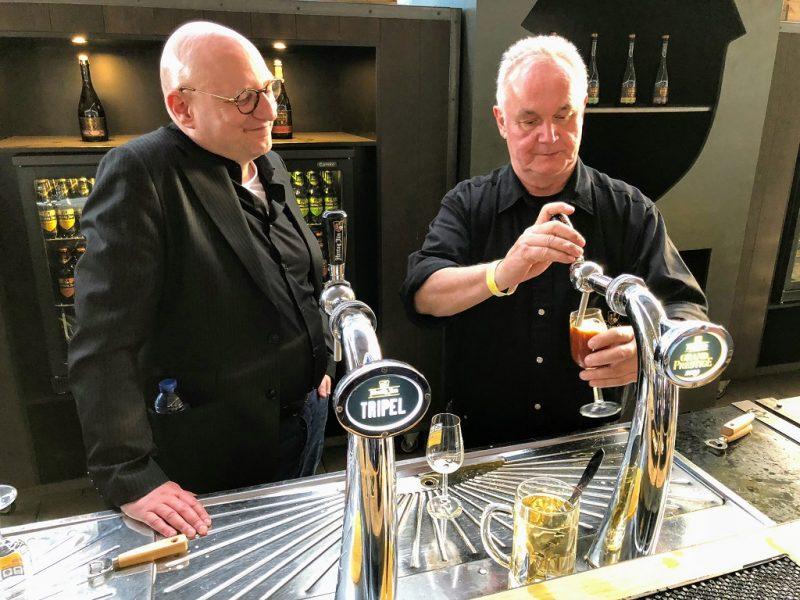 Meesterbrouwer Gerard van den Broek met bierschrijver Frits Dunnink
