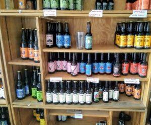 winkelkast met bieren van brouwerij Ramses uit Hooge Zwaluwe