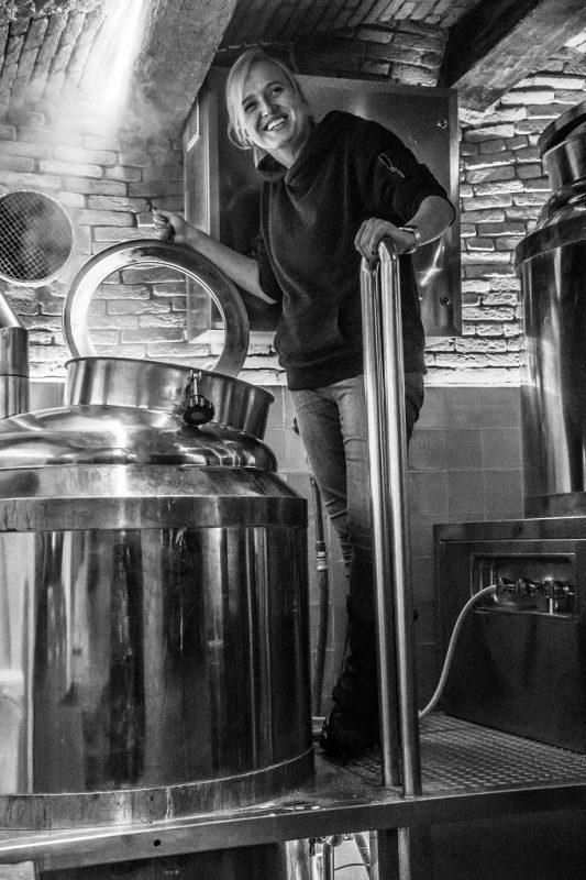 Jet van de Griendt bij de ketel van brouwerij St. Joris in Breda