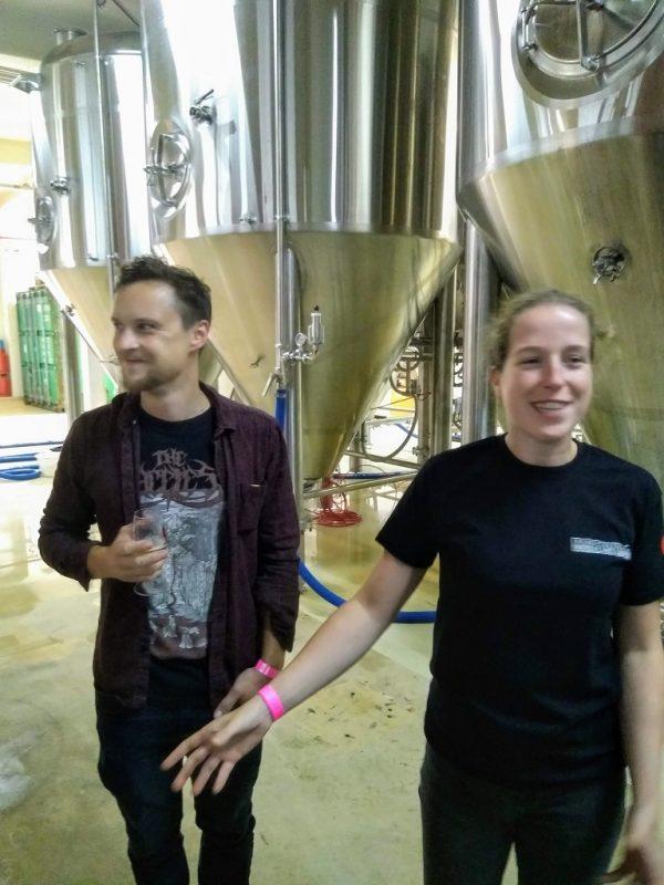 Brouwer Roel Buckens met collega Janneke Vorstenbosch van brouwerij Frontaal
