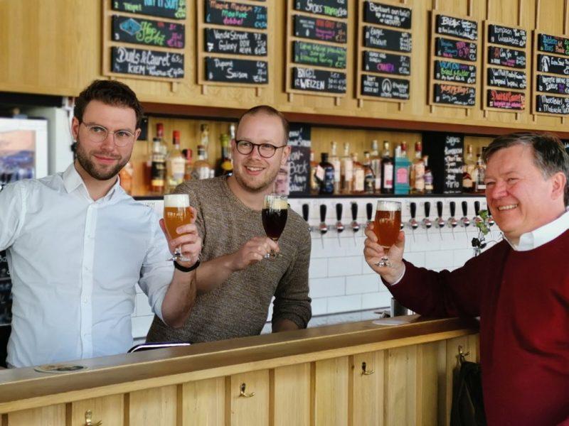 Bas Schampers vergezeld door twee collega-biersommeliers van BierTalent