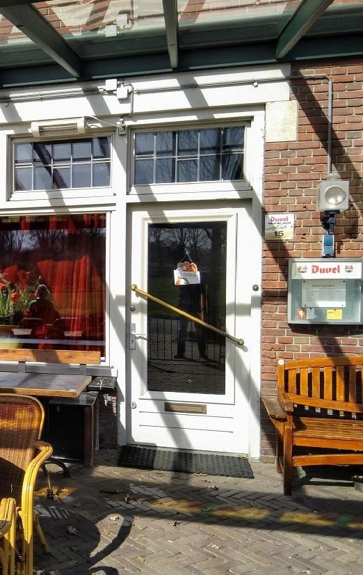 Het café is dicht, coronacrisis voorjaar 2020.