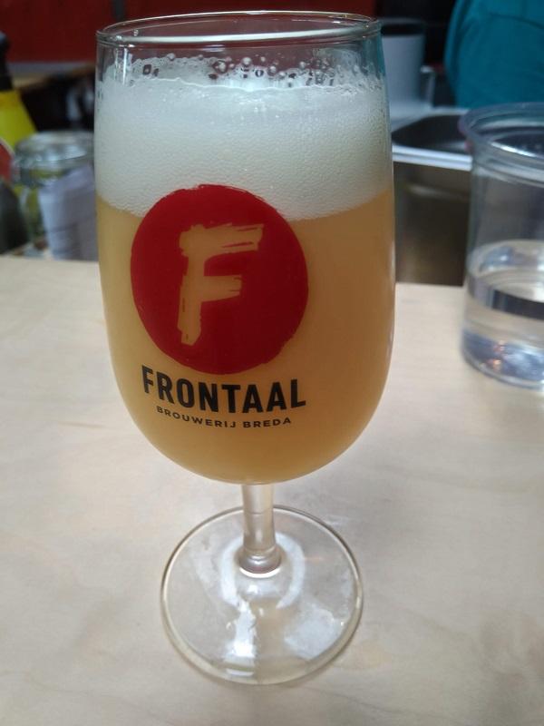 Een versgetapt bier van brouwerij Frontaal