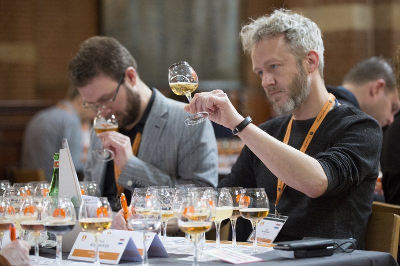 Bierkeurmeester Rob Alphenaar actief tijdens de Dutch Beer Challenge