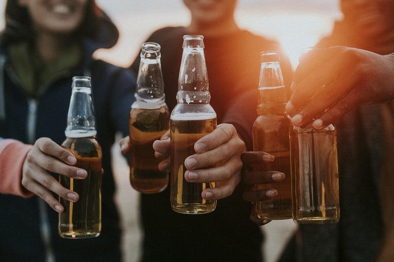 samen (matig) bier drinken is een bron van endorfine voor het menselijke brein