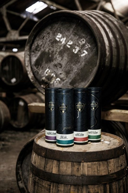 flessen Hertog Jan Vatgerijpt 2020 met een houten whisky barrel