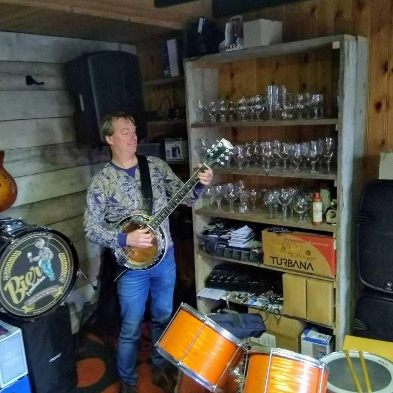 BierTroubadour Jan Nota in zijn 'music room'